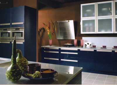 Niebieskie kuchnie. fot.: violetdesigns.co.uk