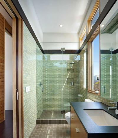 Wąska łazienka: 12 ciekawych pomysłów na jej aranżację, fot.: Johns I Haydu