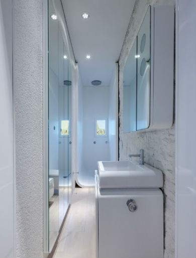 Wąska łazienka, fot.: Simone Architectural Hero
