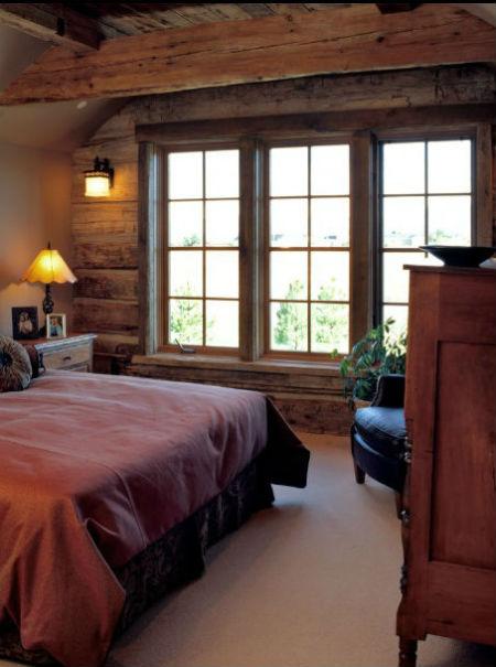 Belki na ścianie w sypialni, fot.: Design Asociates Lynette Zambon Carol Merica
