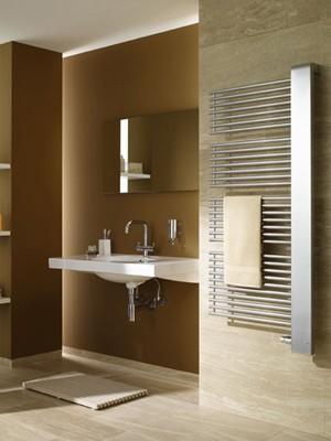 Designerska łazienka ze smakiem i na ciepło. Fot.: Kermi