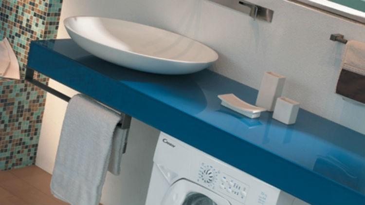 Jak w małej łazience znaleźć miejsce na pralkę?