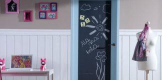 Drzwi z tablicą do pisania kredą