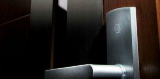 Drzwi drewniane: jak je pielęgnować?