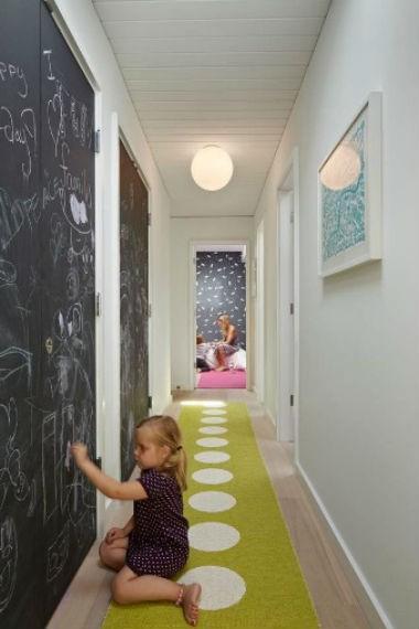 czarne ściany w aranżacji wnętrza, fot.: Yammar Design