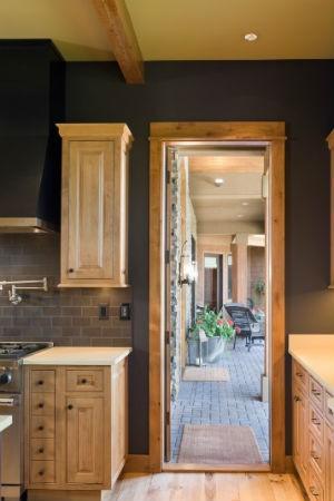 czarne ściany w aranżacji kuchni, fot.: Alan Mascord Design Associates