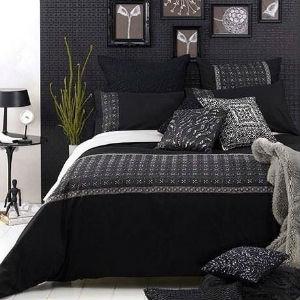 sypialnia i czarne ściany, źródło: tumbrl.com