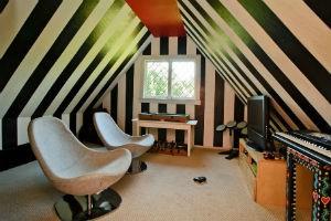 czarna ściana w pokoju młodzieżowym, fot.: Dennis Mayer Photography