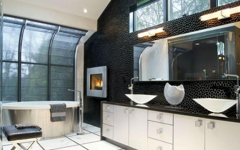 czarne ściany w łazience, fot.: Joseph Parisi Interiors