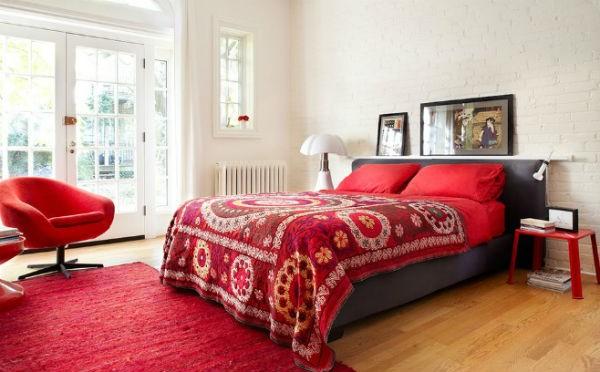 Biała cegła na ścianie w sypialni, fot.: lisapetrole.4ormat.com