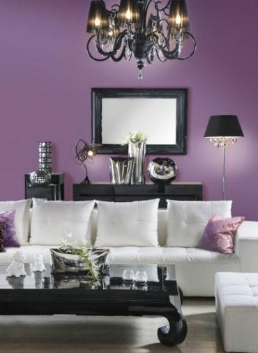 Fioletowa ściana w salonie, fot.: Śnieżka