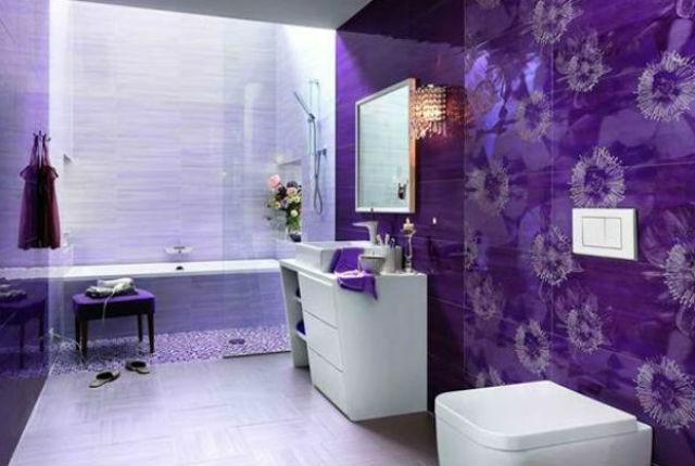 Fioletowa ściana w łazience, fot.: FAP