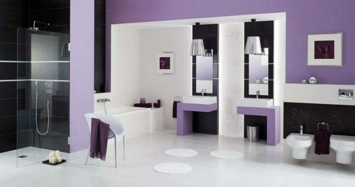 Fioletowa ściana w łazience, fot.: Paradyż