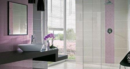 Fioletowe dodatki w łazience, fot.: Paradyż