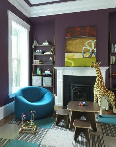 Fioletowe ściany w pokoju dziecka, fot.: Rachel Reider Interiors