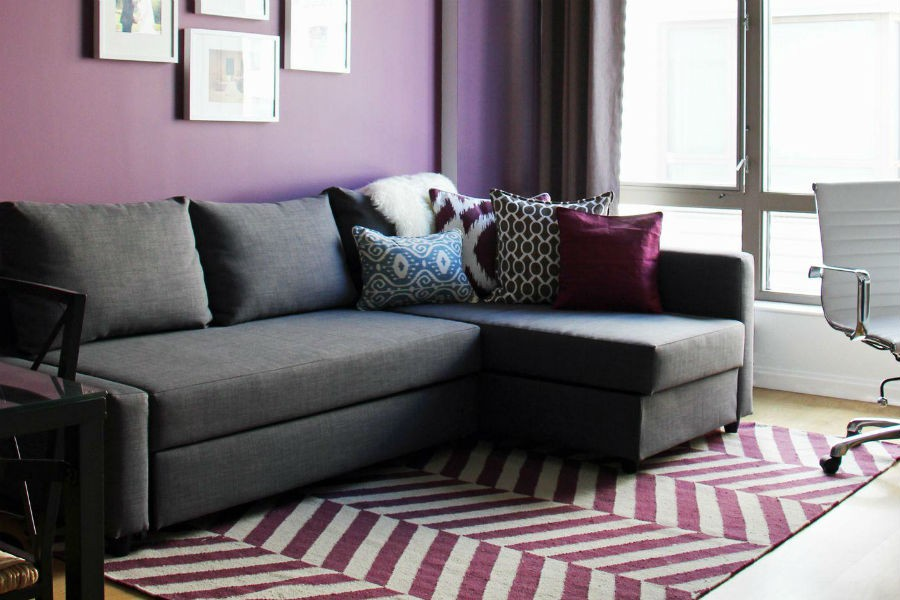 Fioletowy kolor doskonale łączy się z szarym, fot.: Victoria Elizabeth