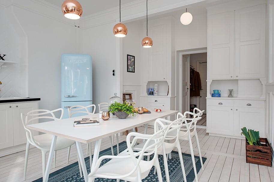 Białe ściany w kuchni, źródło: Alvhem