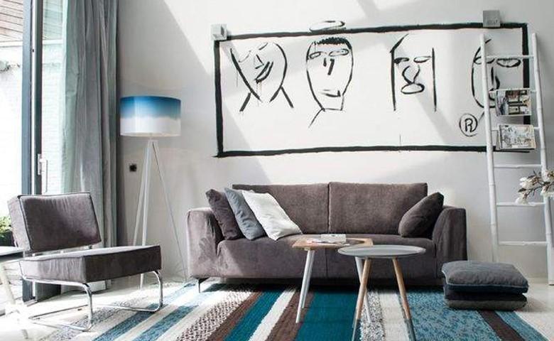 Biała ściana w salonie, źródło: 9design