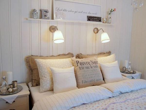 Białe ściany w sypialni, źródło: pembeyastik.blogspot.com