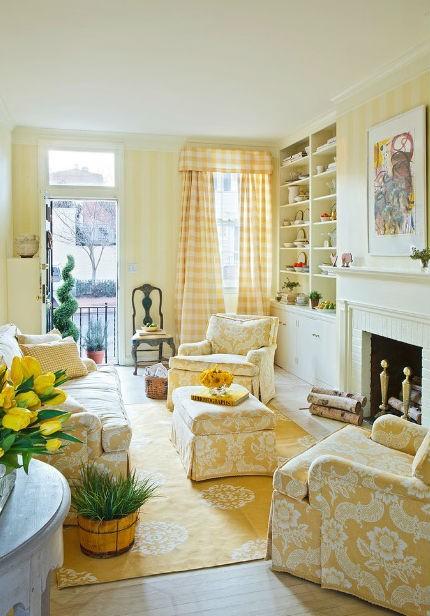Żółta ściana w salonie i żółte zasłony, fot. Mary Douglas Drysdale