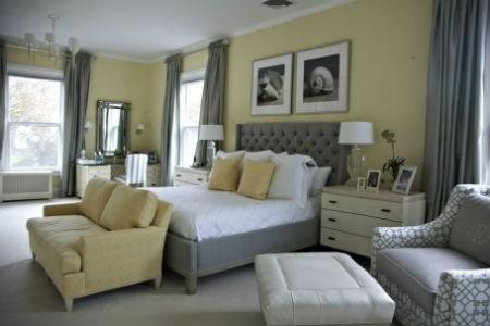 Żółte ściany i szare dodatki w sypialni, fot. Linny Langdon Interiors