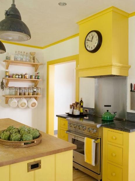 Żółta ściana w kuchni, fot. Rafe Chirchill