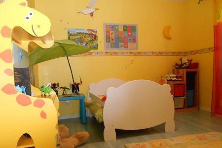 Żółta ściana w pokoju dziecka, fot. Deco Jpurnaldesfemmes