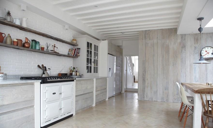 Bielone Deski Na ścianie W Kuchni Fot Blakes London