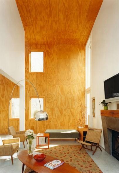 drewniana ściana w salonie jak ją urządzić