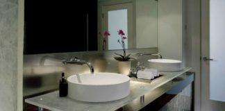 Łazienka urządzona w geometrycznym stylu