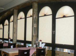 Rolety plisowane - praktyczna i elegancka aranżacja okna