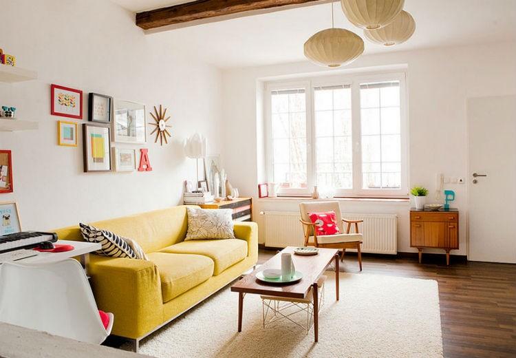 białe ściany w salonie, źródło: etsy.com