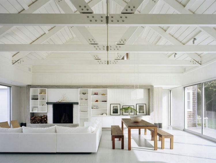 modne białe ściany w salonie, źródło: Robert Young Architects