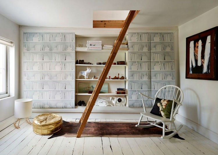 Ploneres.pl to wypełniony designem sklep, w którym każdy odnajdzie coś wyjątkowego dla siebie, coś czego próżno szukać w zwyczajnych sklepach. Przy pomocy naszych starannie wyselekcjonowanych produktów możesz odmienić praktycznie cały swój dom. Poczynając od ścian, na których mogą pojawić się oryginalne, kolorowe naklejki i ozdobne, luksusowe tapety, poprzez przepiękne, niecodzienne oświetlenie.