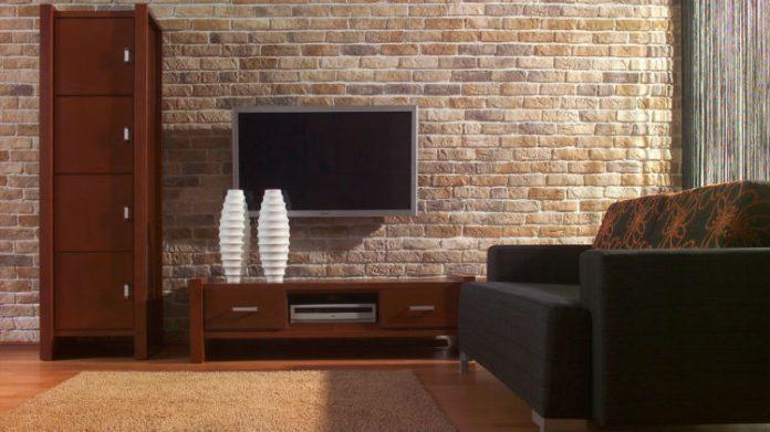 Ściana za telewizorem - 10 pomysłowych aranżacji z wykorzystaniem kamienia dekoracyjnego