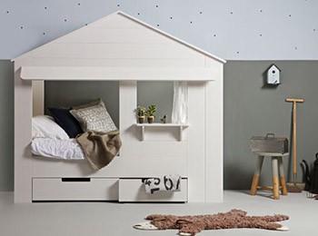 łóżko do pokoju dziecka w kształcie domku