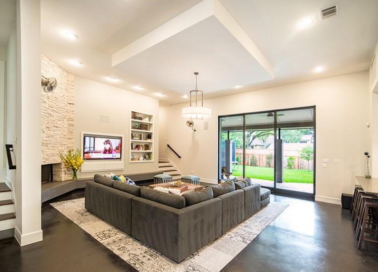 Gdzie ustawić kanapę w salonie? fot.: C-Reese Architectural Design