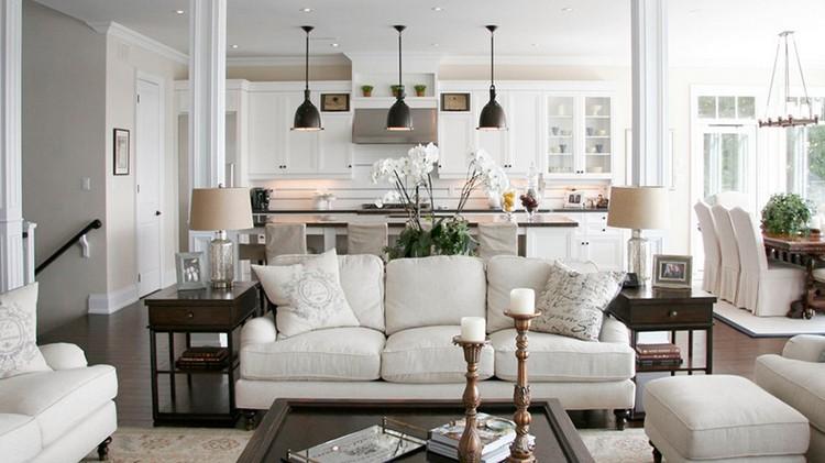 Gdzie ustawić kanapę w salonie? fot.: Caterine Staples Interiors