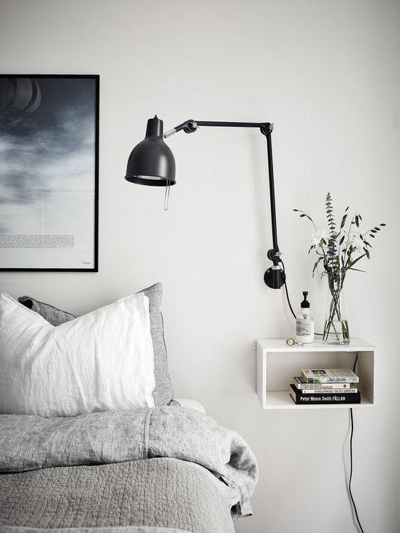oswietlenie sypialni lampa czarna stojąca