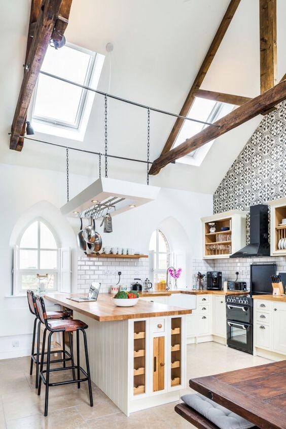 biała kuchnia loft