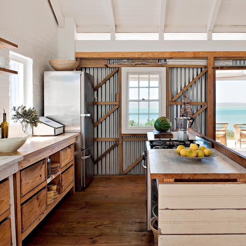 blacha na ścianie w kuchni
